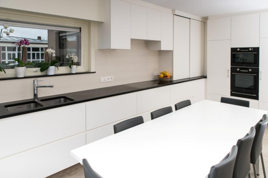Witte Laminaat Keuken : Keuken in kern gekleurde witte laminaat interieurs tack